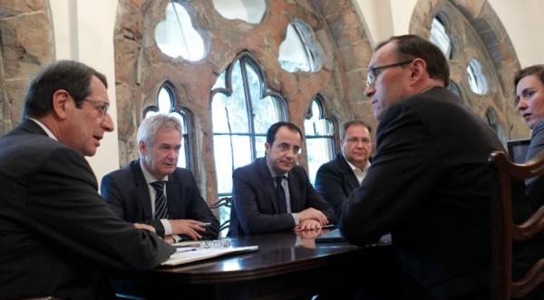Στον αναπνευστήρα οι διαπραγματεύσεις στο Κυπριακό