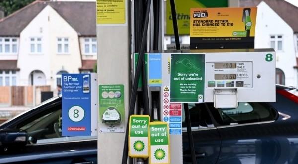 Βρετανία: Η κυβέρνηση κατηγορεί ένωση μεταφορέων για την έλλειψη καυσίμων