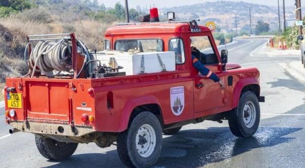 Υπό πλήρη έλεγχο τέθηκε δασική πυρκαγιά κοντά στην Αλυκή Λάρνακας