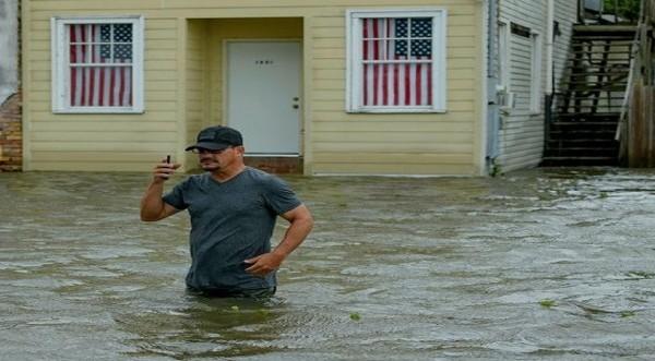 Ο Μπάρι αφίχθη στη Λουϊζιάνα, εξασθένισε σε τροπική καταιγίδα
