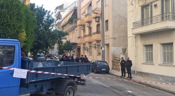 Έκτακτο -Ελλάδα: Γυναίκα έπεσε με το παιδί τη&sigma