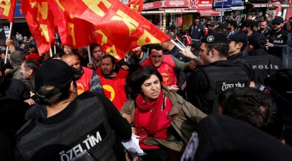 Συλλήψεις γυναικών στην Τουρκία σε διαδήλωση